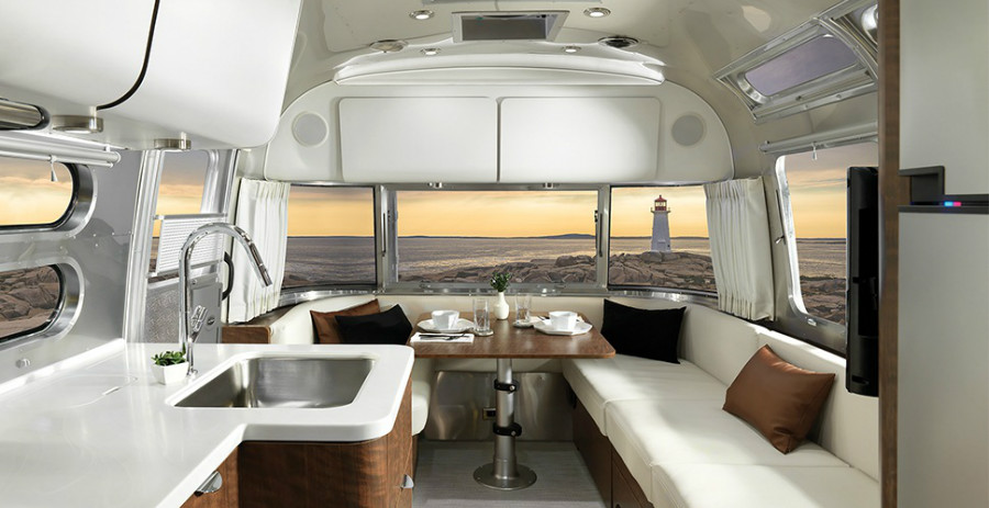 17-Airstream_MY18_Globetrotter_Design_Modern-Eye_Copenhagen-Cream-B2F.jpg